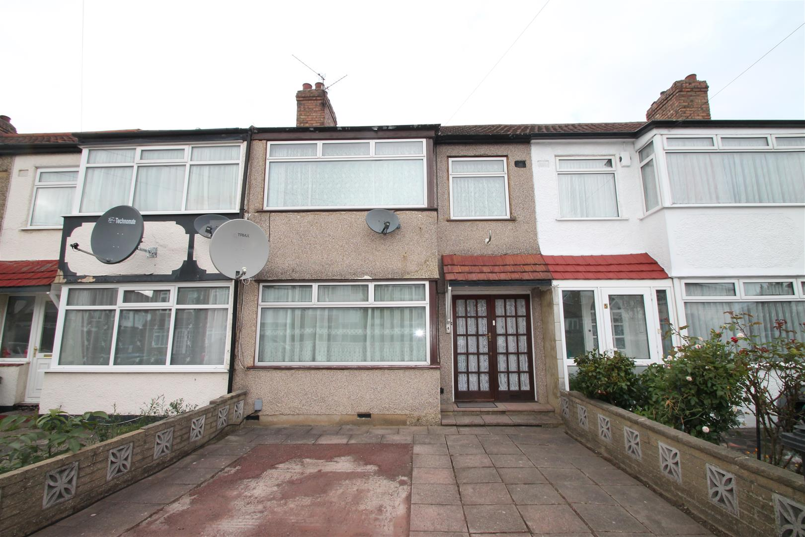 3 Bedrooms House for sale in Clifford Road, Edmonton, London N9